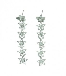Zilverkleurige lange oorbellen met sterren. Lengte van de oorbel is 6,5 cm.