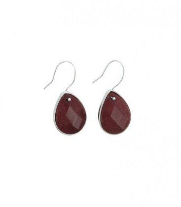 Rode oorbellen met druppelvormige steen