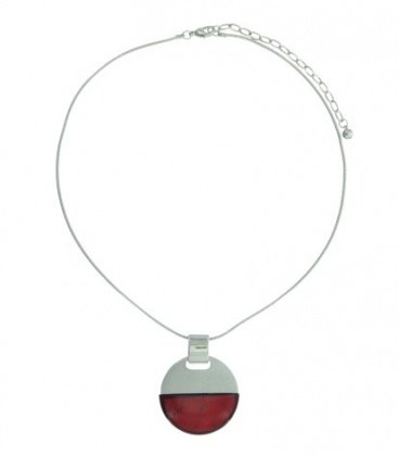 Zilverkleurige korte halsketting kort met rode ronde hanger
