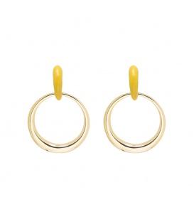 Trendy goudkleurige oorbellen met een geel oorstukje