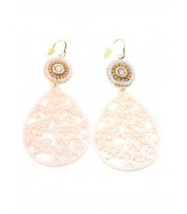 Mooie roze oorbellen met bewerkte ovale hanger en kralen