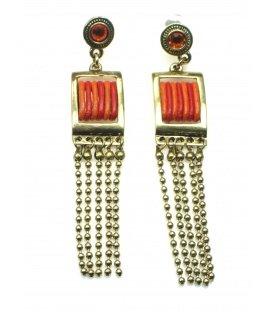 Goudkleurige oorbellen met rood en oranje draad