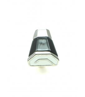 Mooie zwart met witte clip oorbellen. Lengte van de clip oorbel is 2,8 cm.