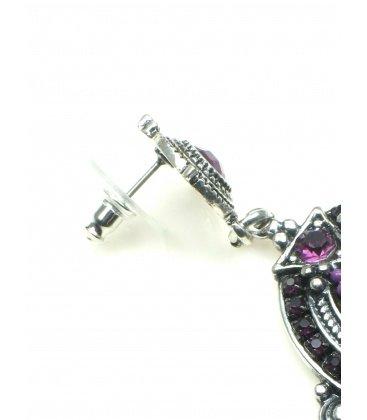 Mooie zilverkleurige oorbellen met paarse strassteentjes en inleg. Lengte van de oorhanger is 6 cm.