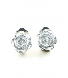 Zilverkleurige oorclips in de vorm van een roosje