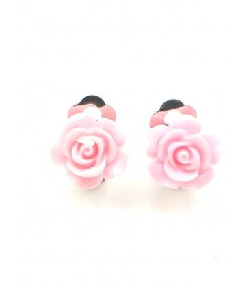 Roze oorclips in de vorm van een roosje
