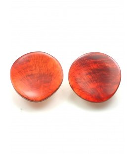 Rode oorclips van parelmoer