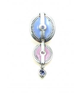 Lila paarse oorclips. Lengte van de clip oorbel is 5,5 cm.