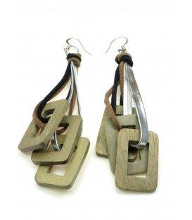 Mooie oorbellen met leertjes en houten blokjes kralen