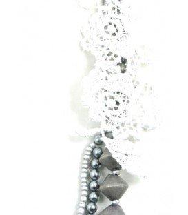 zilver met grijskleurige 3 strengs halsketting met kanten bloem