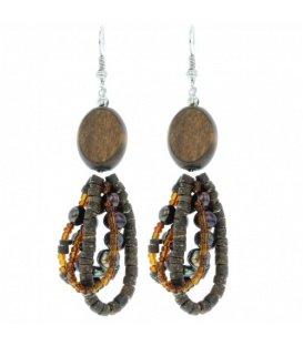 Bruine oorbellen met hout en parels