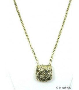 Goudkleurige halsketting met hanger in de vorm van een tasje