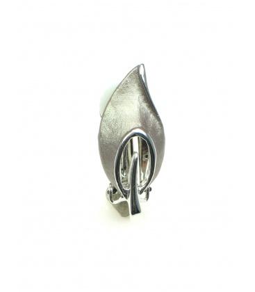 Metalen oorclips in zilverkleur. Lengte van de clip oorbel is 2,8 cm.