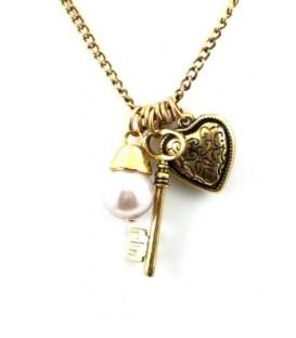 Goudkleurige halsketting met hartje, sleutel en kunstpareltje