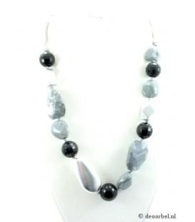 Koordhalsketting van grijze en zwarte acryl kralen