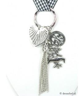 Mooie koordhalsketting met metalen hanger en bedels