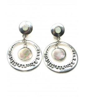 Zilverkleurige oorclips met parelmoer inleg en ronde hanger