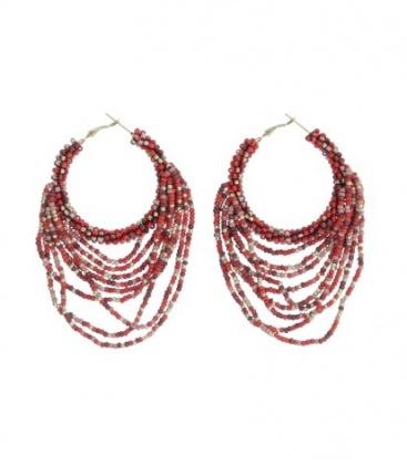 Rode oorbellen met gekleurde kralen