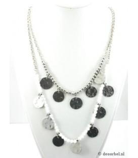 Zilverkleurige kralen halsketting met wittekralen