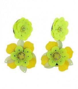 Mooie mosterd gele oorbellen in de vorm van een bloem