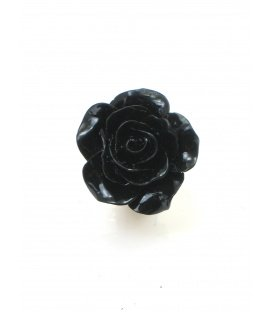 Zwarte oorclips in de vorm van een roosje.