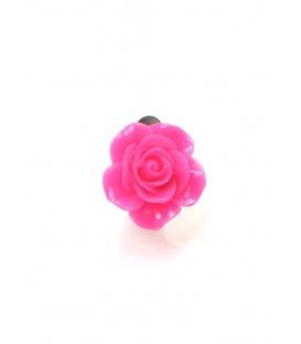 Fuchsia roze oorclips in de vorm van een roosje