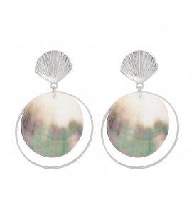 Zilverkleurige oorbellen met schelp en grote ronde hanger van parelmoer