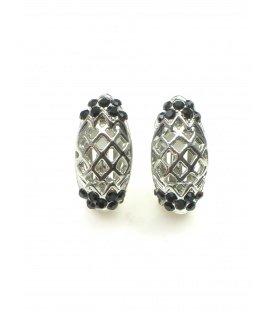 Zilverkleurige oorclips met kleine zwarte strass steentjes