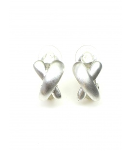 Zilverkleurige oorclips in de vorm van een X