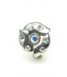 Ronde metalen oorclips met heldere iriserende strass