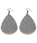 Grijze oorbellen met ovale hanger in zigzag print