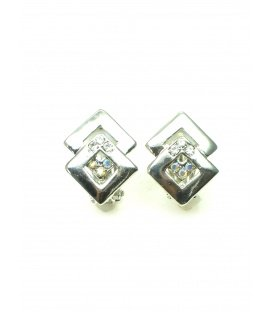 Zilverkleurige ruitvormige oorclips met heldere strass steentjes