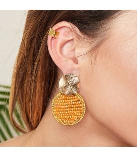 Gele handgemaakte oorbellen met kristallen kraaltjes en een goudkleurig plaatje