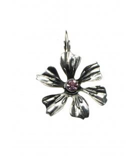 Zilverkleurige oorbellen in de vorm van een bloem