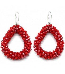 Rode oorbellen met kleine glaskraaltjes