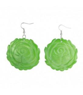 Oorbellen van groen parelmoer met bloemmotief