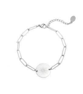 Zilverkleurige schakelarmband met een ronde bedel en een oog als afbeelding