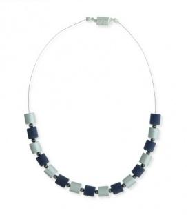 Ketting met blauwe, zilvergrijze kralen en een magneetsluiting
