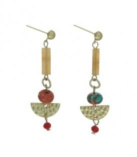 Gekleurde oorbellen met een goudkleurige staafje ,hanger en kralen