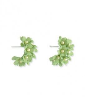 Licht groene creolen met kleine bloemen en goudkleurige knopjes