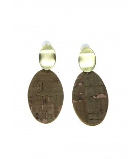Goudkleurige oorclips met bruine ovale hanger van kurk