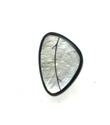 Oorclips van Culture Mix in zwart met grijze parelmoer inleg