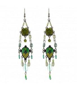 Mooie groene oorbellen met kraaltjes en een bloem hanger