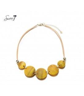Gele halsketting met kunsthars plaatjes