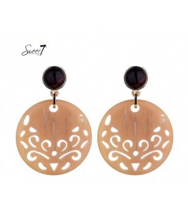 Bruine oorbellen met een mooi motief in de hanger