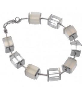 Armband van witte en heldere glaskralen en metalen accenten
