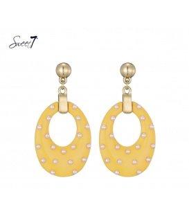 Oorbellen met ovale gele hanger en kleine pareltjes