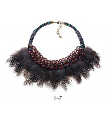 Gekleurde halsketting met mooie veren