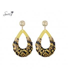 Mooie geel gekleurde oorbellen met goudkleurig oorstukje