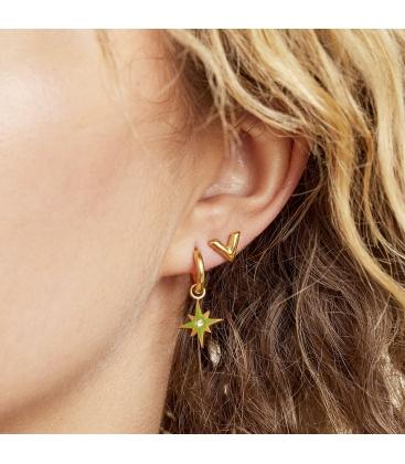 Goudkleurig oorbellen met een groene bedel en een strass steentje